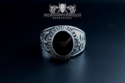 """F207"" Frigate Bremen Coat Navy Signet Ring size 66 spinel purpur"
