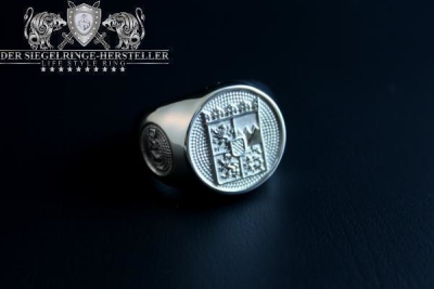 """F217"" Frigate Bayern (Bavaria) Coat Navy Signet Ring Size 66"