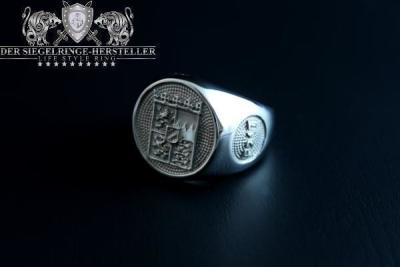 """F217"" Frigate Bayern (Bavaria) Coat Navy Signet Ring Size 69"